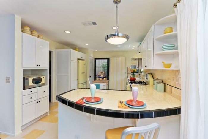 ilot-de-cuisine-arrondi-choisir-un-design-moderne-pour-la-cuisine-arrondie-sol-en-carrelage-beige-jaune