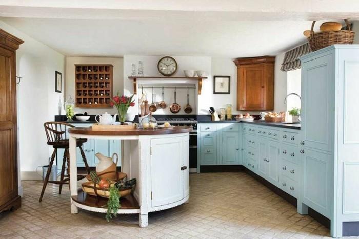 ilot-de-cuisine-arrondi-sol-en-carrelage-beige-chaise-de-bar-en-bois-foncé