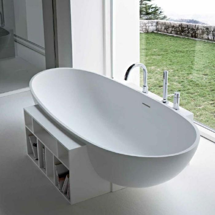 intérieur-de-lux-baignoire-design-baignoire-retro-en-blanc-et-vue-de-jardin