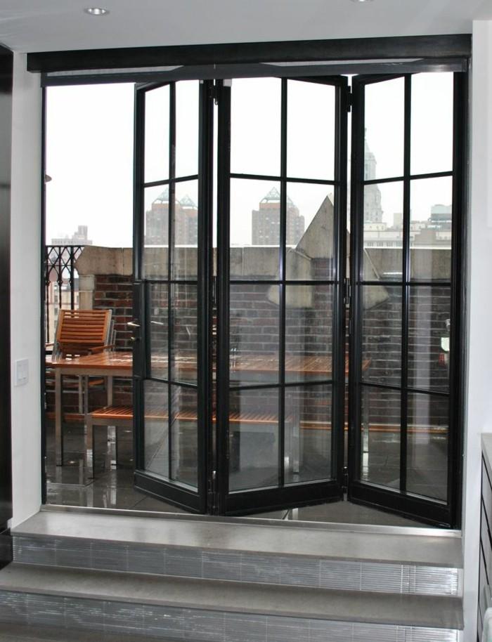 joli-balcon-avec-vue-vers-le-cité-balcon-avec-vue-et-porte-kz-pliante-et-porte-pliante-leroy-merlin