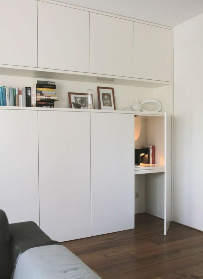 joli-design-de-placard-en-bois-blanc-pas-cher-sol-en-parquet-foncé-meubles-blancs