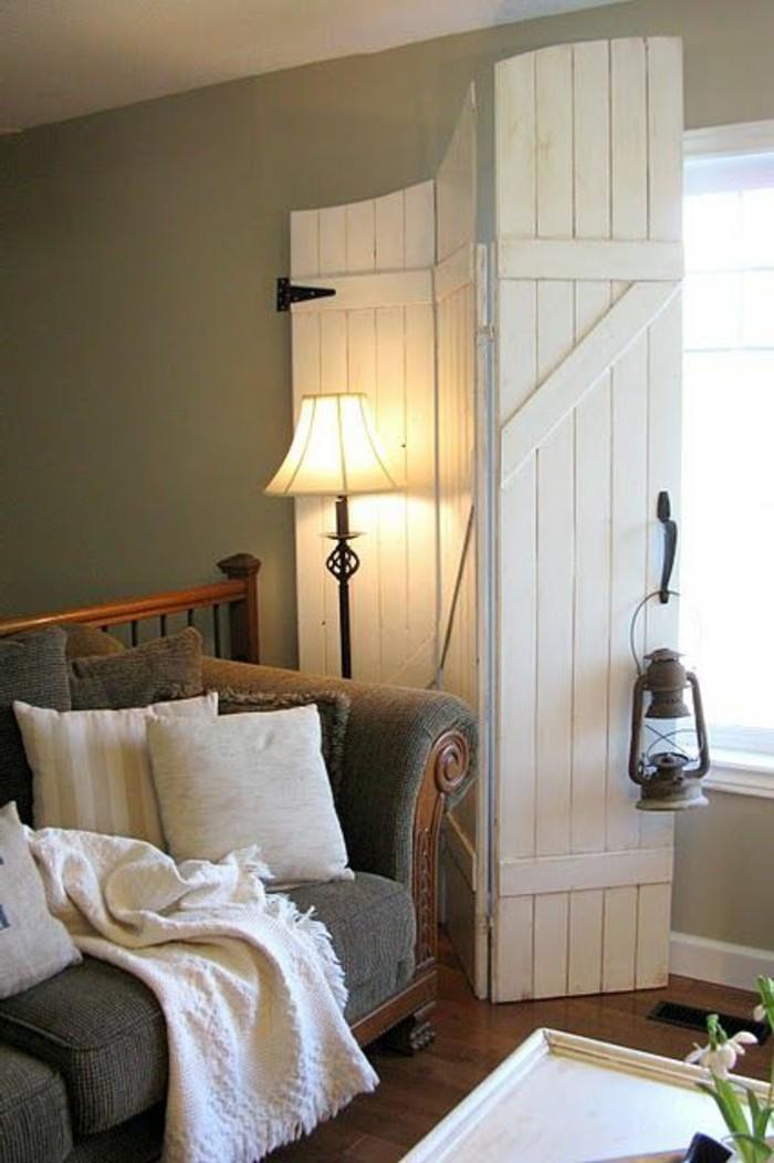 joli-idee-decorative-avec-la-porte-kz-pliante-et-porte-pliante-leroy-merlin-porte-en-bois-blanc-lampe-de-salon