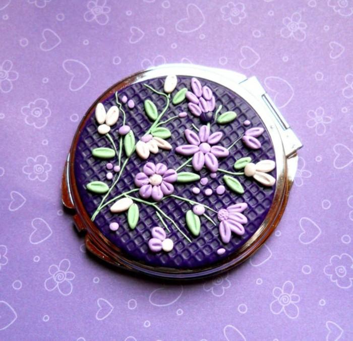 joli-miroir-de-poche-personnalisé-de-couleur-violette-pour-les-gens-qui-aiment-la-mode