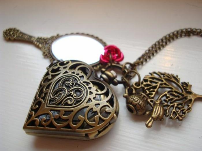 joli-miroir-de-poche-personnalisé-en-or-et-fer-comment-personnaliser-votre-miroir-de-poche