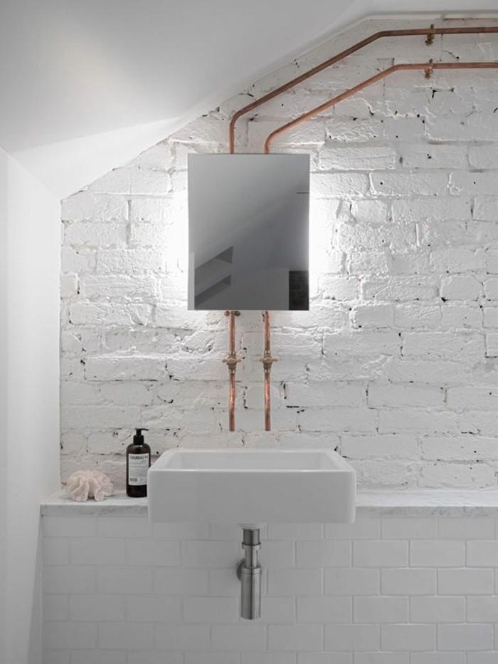Mille et une id es pour choisir le meilleur miroir lumineux for Miroir salle de bain sous pente