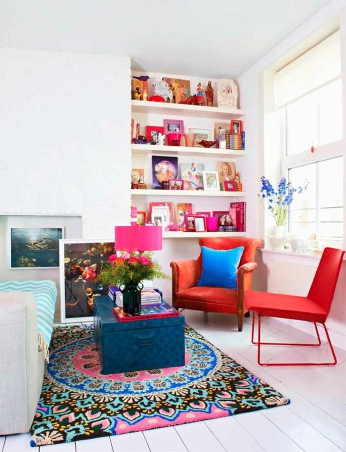 joli-salon-avec-tapis-design-tapis-saint-maclou-tapis-coloré-dans-le-salon-avec-plafond-haut