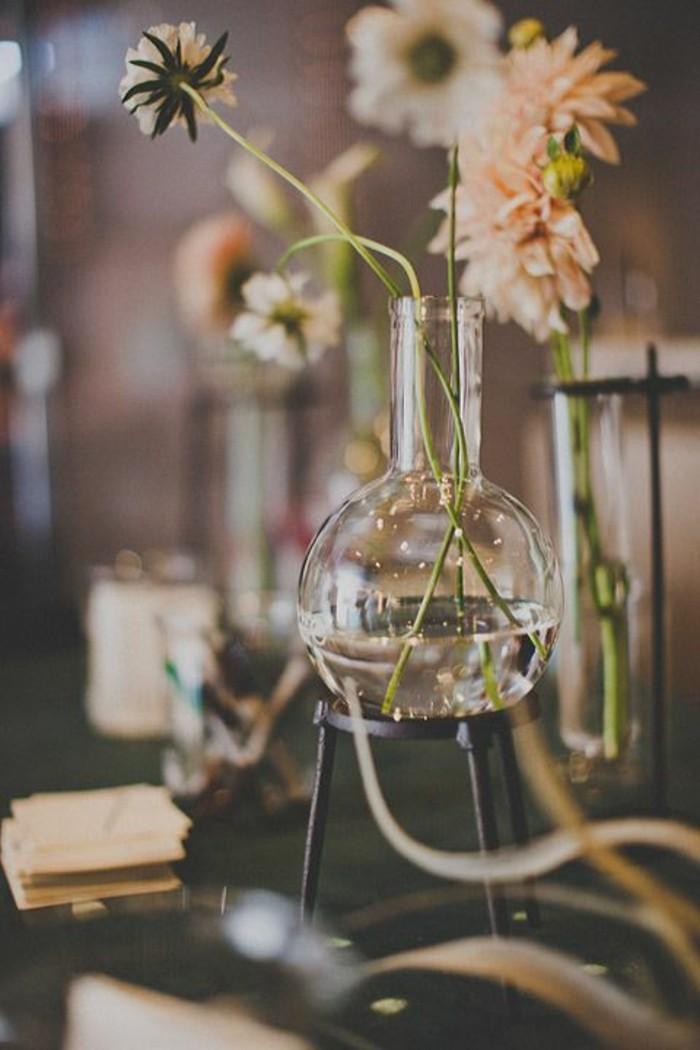 joli-vase-cylindrique-verre-comment-decorer-un-vase-avec-fleurs-vase-verre-transparent