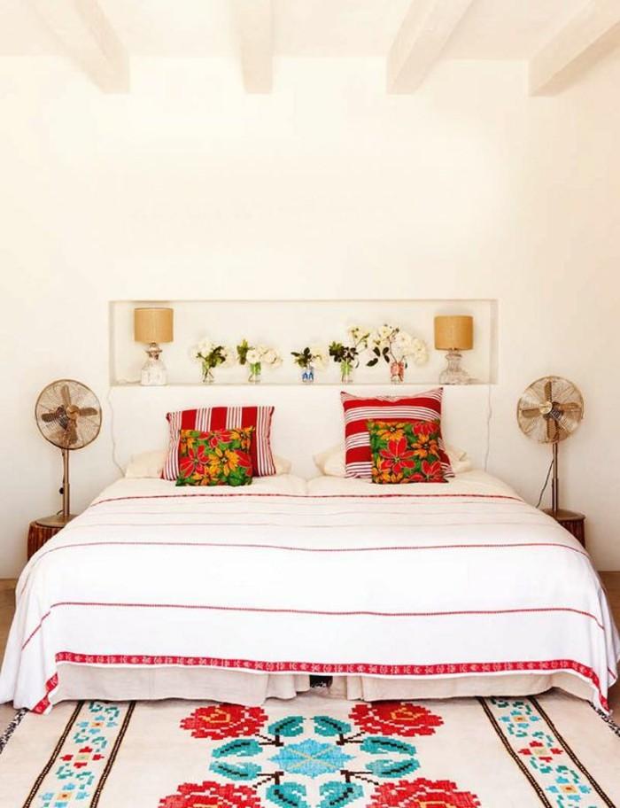 jolie-chambre-a-coucher-avec-tapis-saint-maclou-tapis-lesage-beige-et-decoration-sur-le-tapis