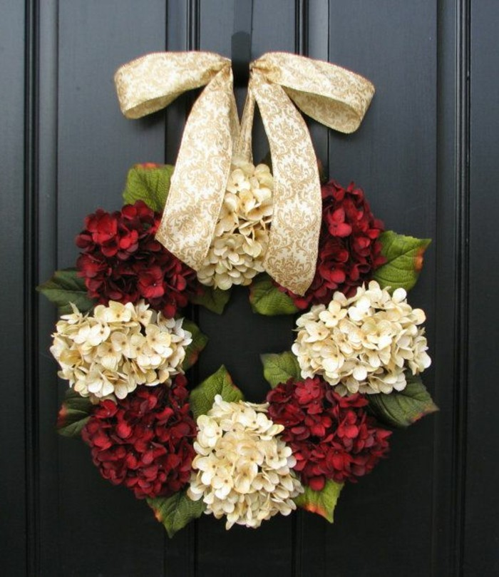 On vous pr sente l couronne de no l dans 43 photos for Decoration porte pour noel