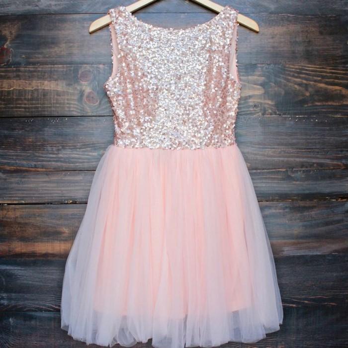 jolie--robe-de-soirée-mango-robe-pour-le-nouvel-an-de-couleur-rose-pale-avec-dentelle