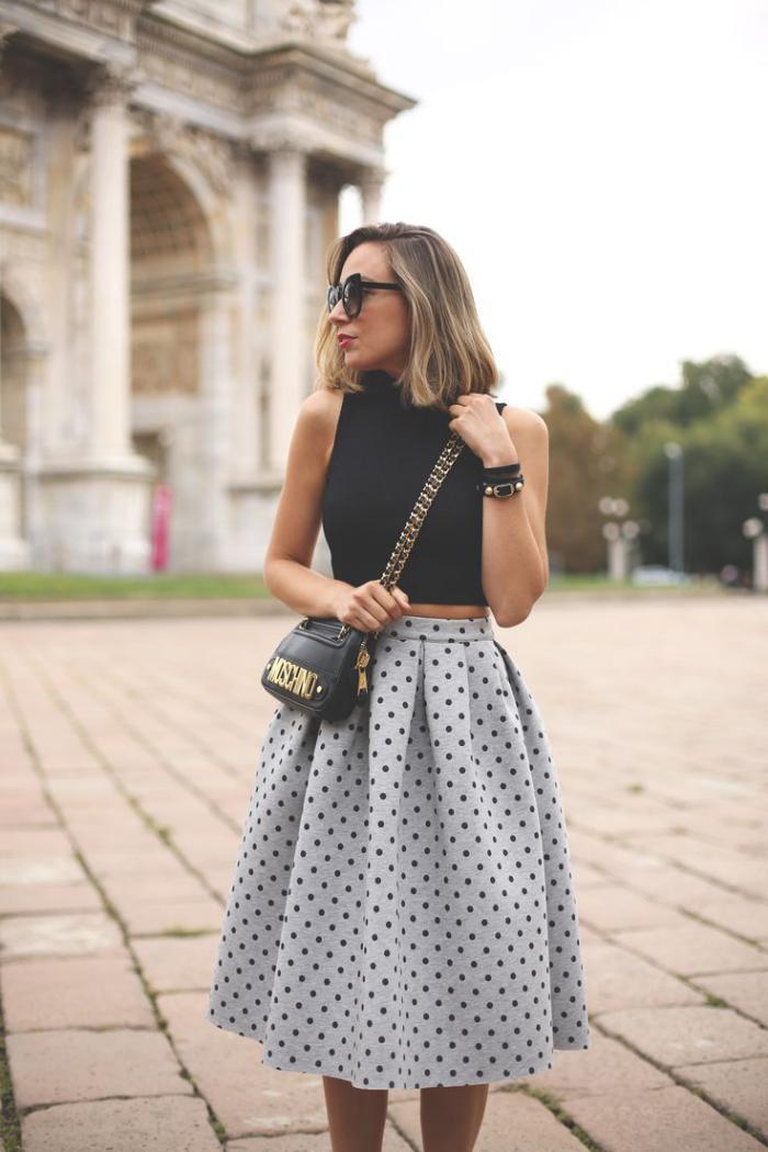 jupe-plissée-à-points-design-de-jupe-en-noir-et-blanc