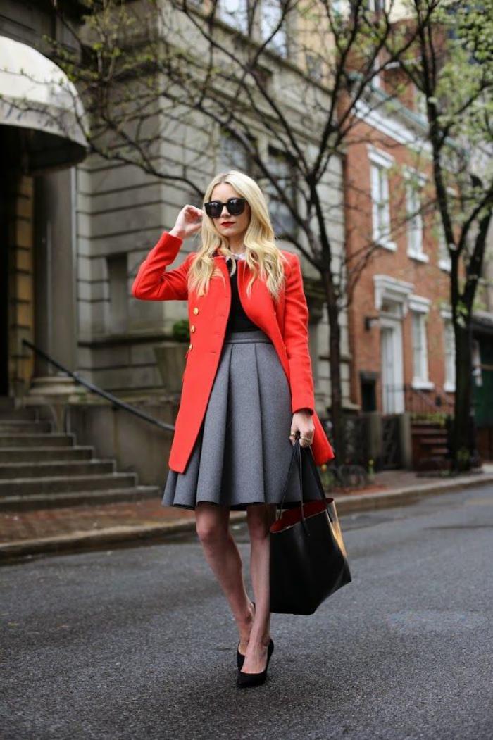 jupe-plissée-jupe-corolle-grise-joli-manteau-long