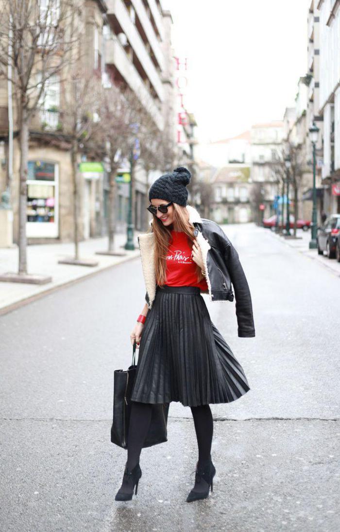 jupe-plissée-le-style-des-stars-streetstyle-jupe-noire-plissée