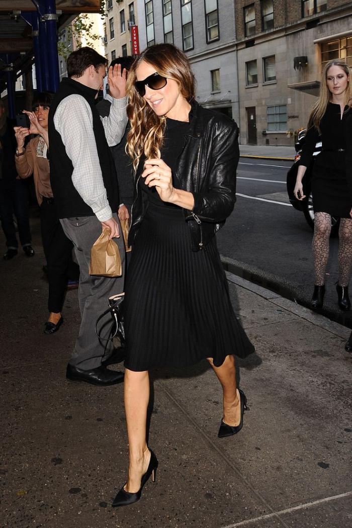 jupe-plissée-mi-longue-le-beau-style-des-célébrités
