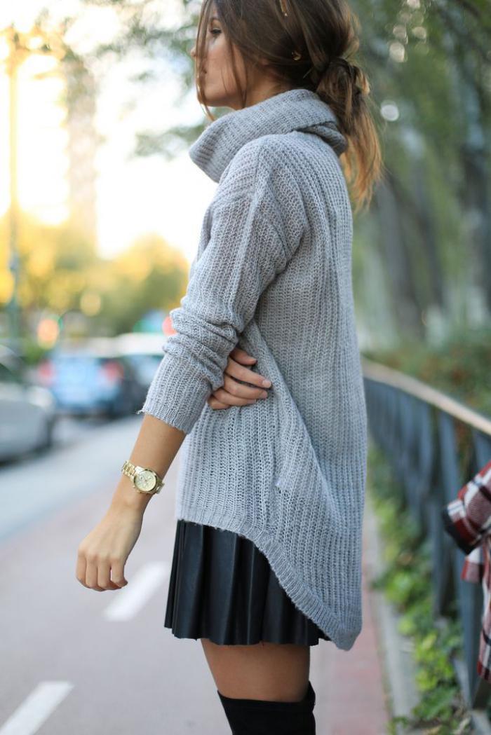 jupe-plissée-mini-jupe-plissée-avec-un-pull-gris