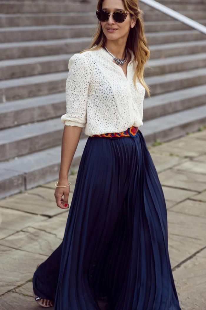 jupe-plissée-streetstyle-avec-la-jupe-plissée-longue