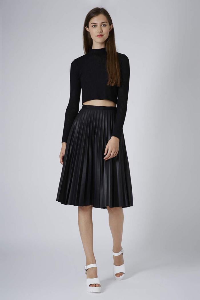 jupe-plissée-tenue-noire-stylée-outfit-féminin