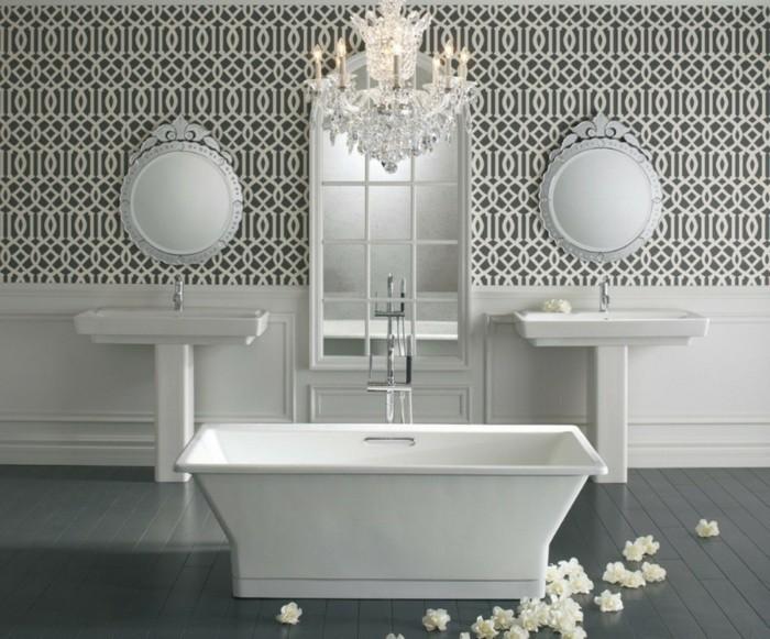 la-tapisserie-salle-de-bain-originale-idée-luxueuse-papier-peint-miroirs-double-lavabo
