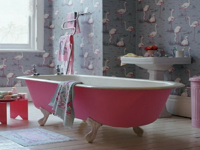 la-tapisserie-salle-de-bain-originale-idée-luxueuse-rose-flamingo