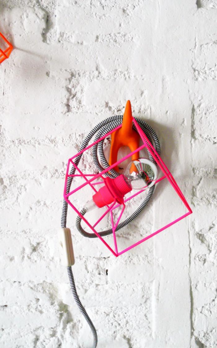 lampe-baladeuse-accrochée-au-porte-clés-original