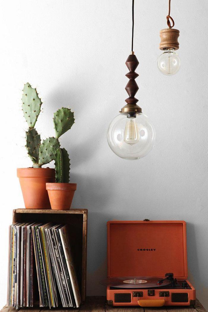lampe-baladeuse-ampoules-suspensions-comme-décoration