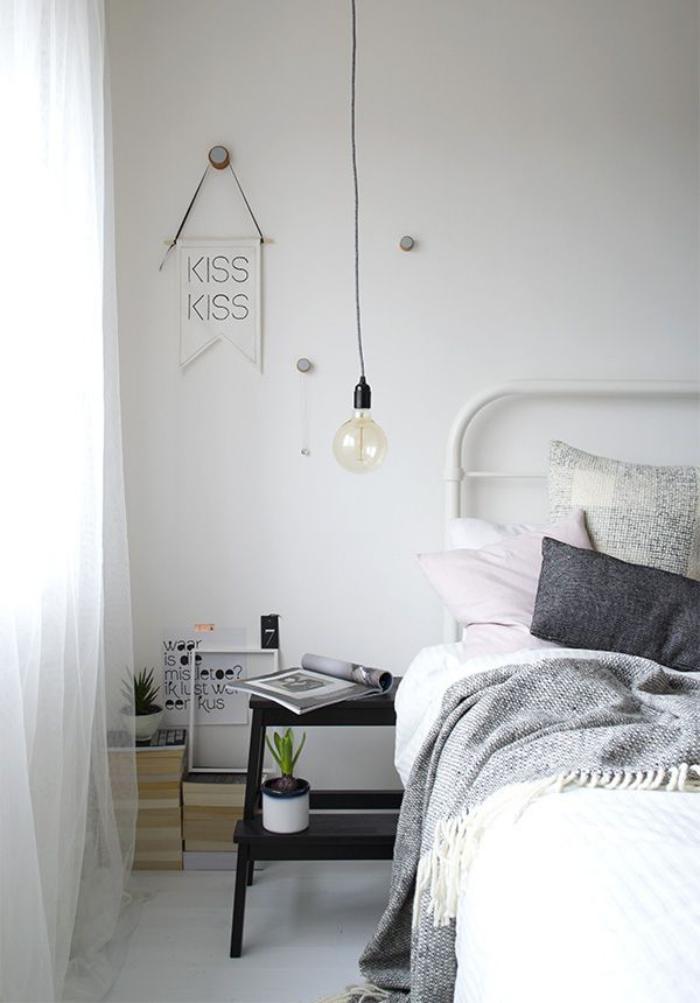 lampe-baladeuse-suspension-ampoule-chambre-à-coucher