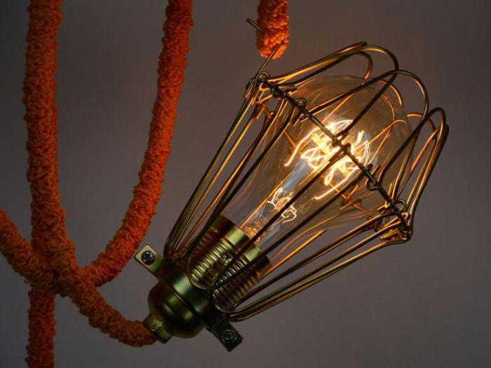 lampe-baladeuse-tricotin-rouge-lampe-cage-baladeuse