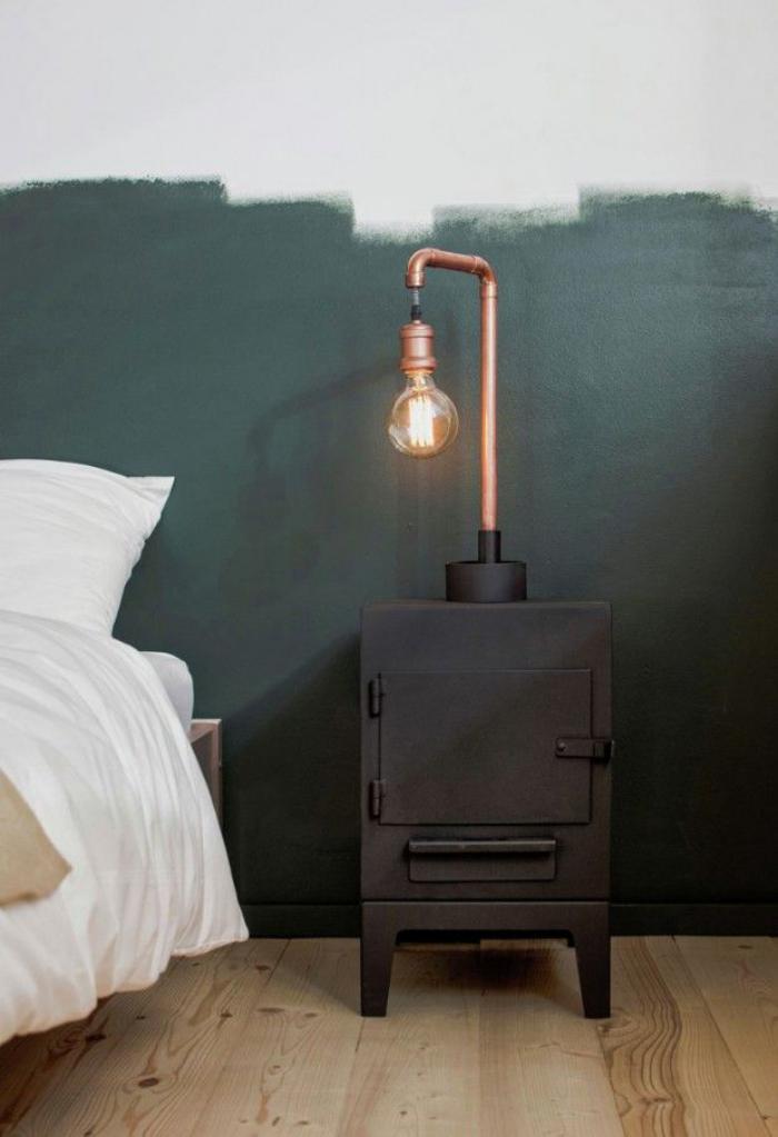 lampes-de-chevet-lampe-à-poser-industrielle-sur-un-poêle-rustique