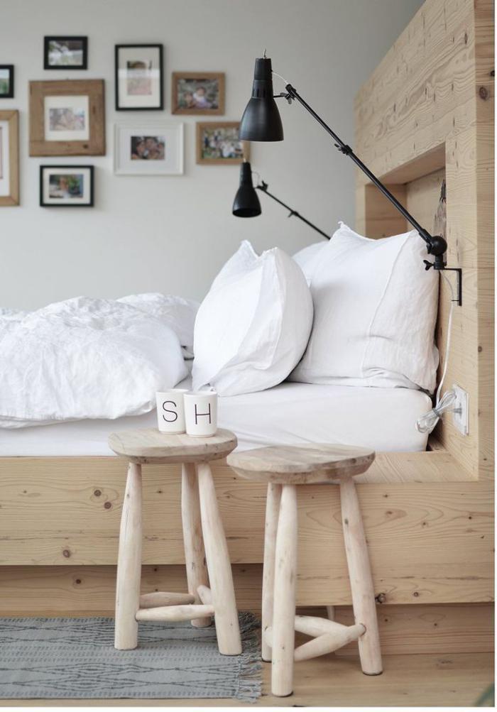 lampes de chevet, appliques noires et t?te de lit originale
