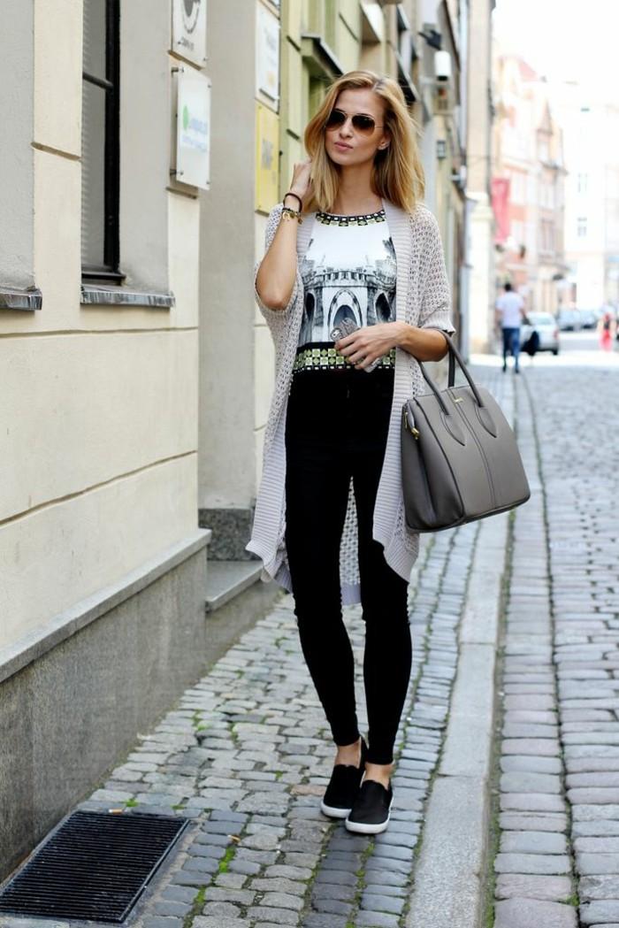 le-gilet-noir-long-femme-gilet-long-laine-femme-cool-dans-la-rue