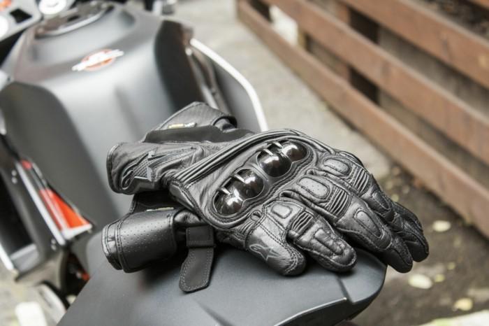 les-gants-chauffants-moto-gant-moto-hiver-gant-cuir-noir-cool