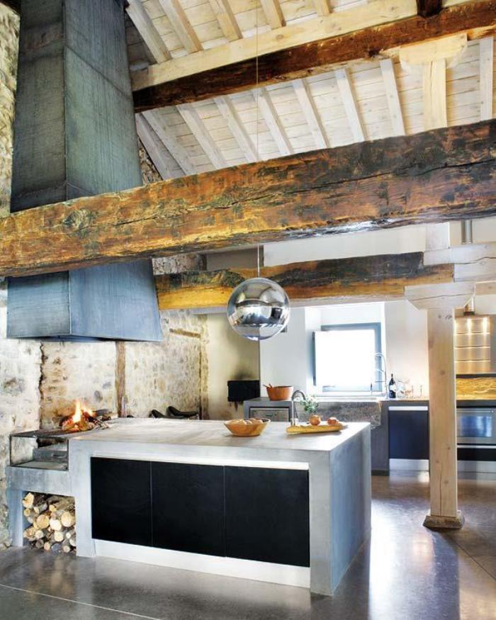 les-vieilles-granges-cuisine-moderne-rustique-dans-une-vieille-grange
