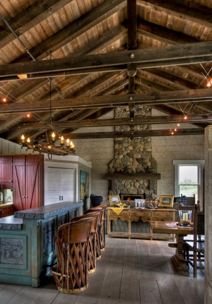 les-vieilles-granges-rénovation-de-vieille-étable-plafond-loft-avec-plafonniers-rustiques