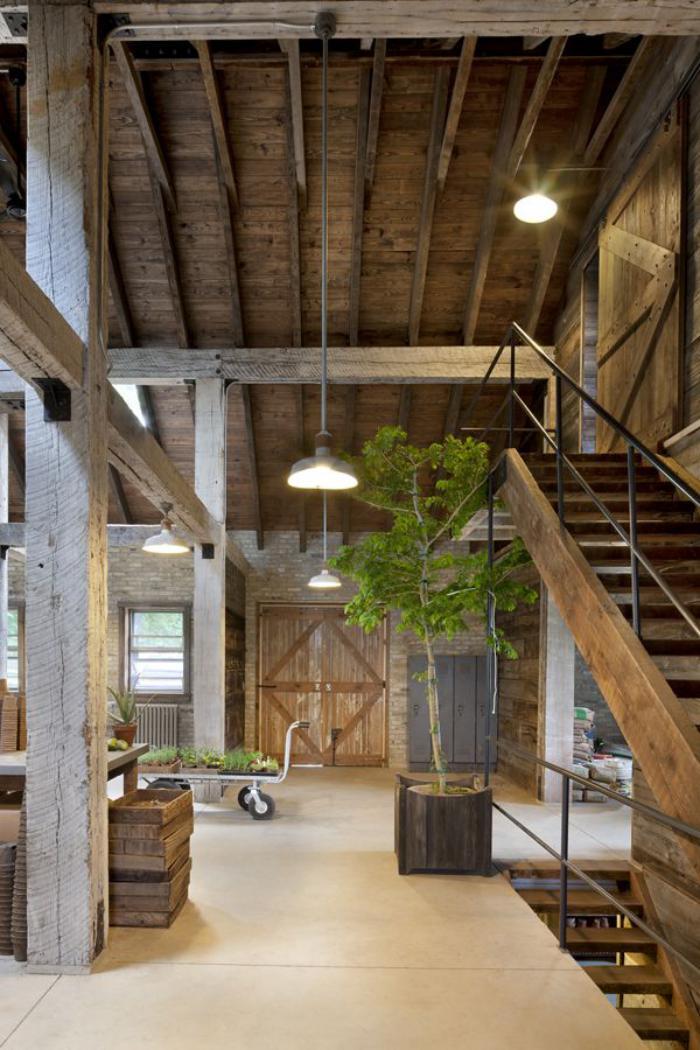 les-vieilles-granges-rénovation-de-vieille-grange-intérieur-en-bois