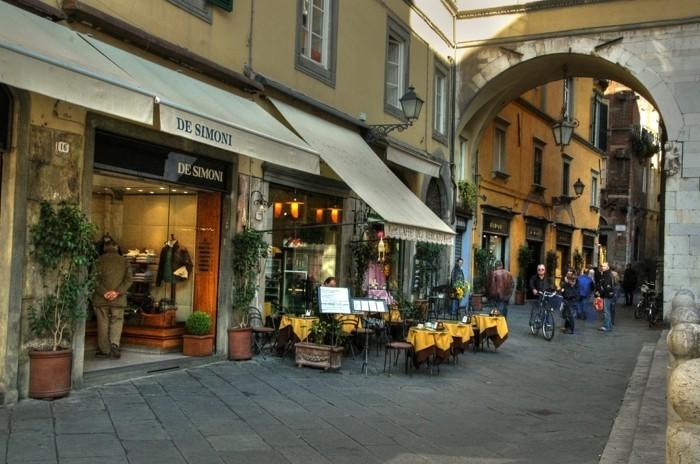 lucca-les-plus-belle-ville-d-italie-les-rues-petites-resized