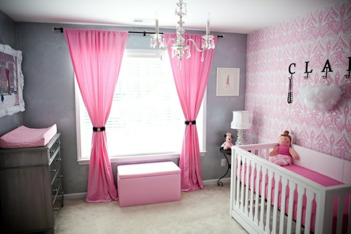 magique-lustre-design-chambre-rose-chandelier-bébé-chambre-cool