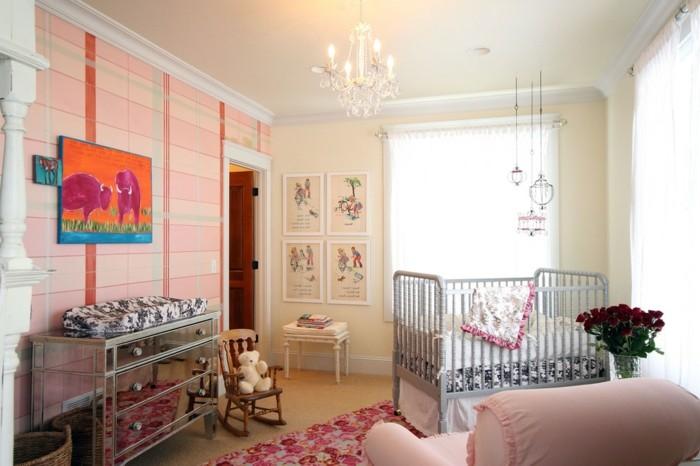 magique-lustre-design-chandelier-bébé-chambre-cool-peinture