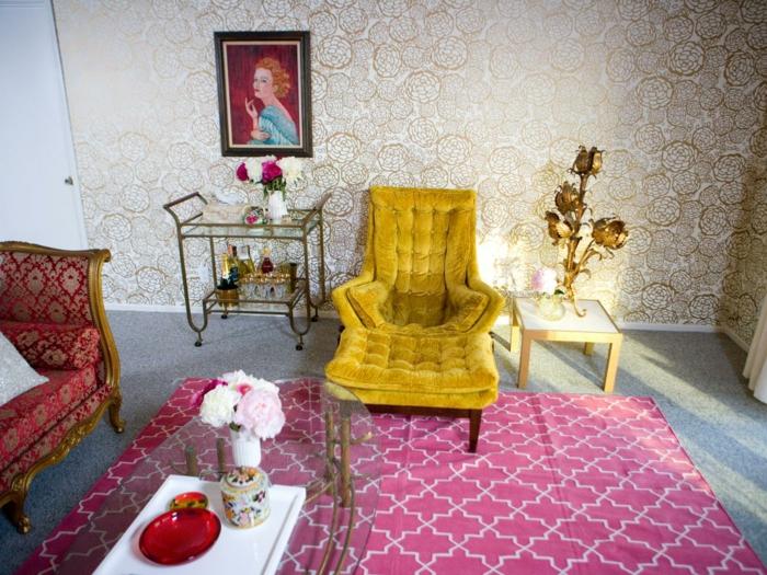 maison-papier-peint-vintage-papier-peint-baroque-fauteuil-jaune