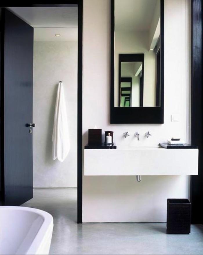 Salle de bain aubergine et blanc id es for Conception salle de bain reims