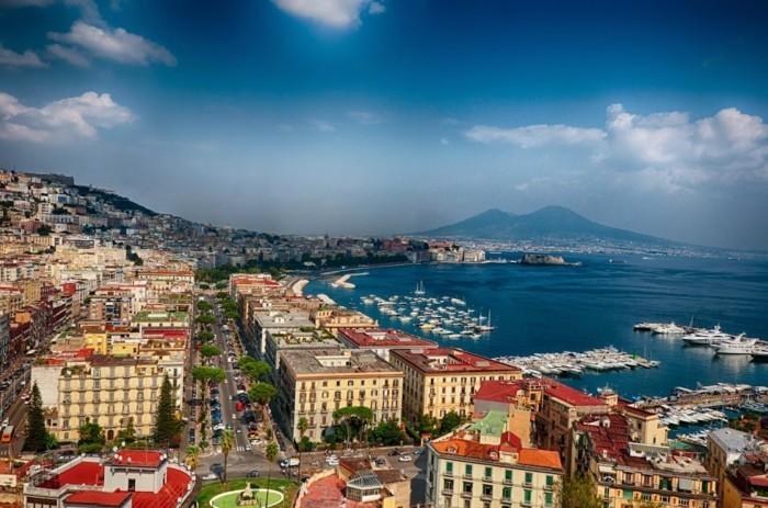 naple-italie-vue-de-hauteur-de-les-plus-belles-villes-d-italie-à-visiter-resized