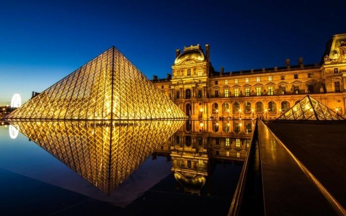 paris-Louvre-musée-cool-photo-en-nuit-resized