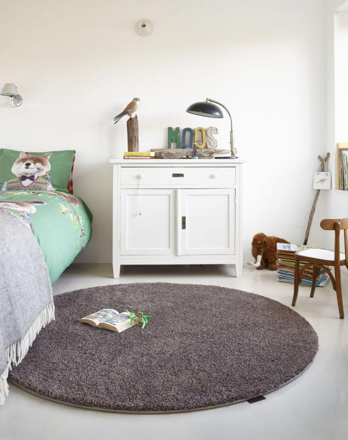 petit-tapis-rond-couleur-cacao-chambre-à-coucher-douce