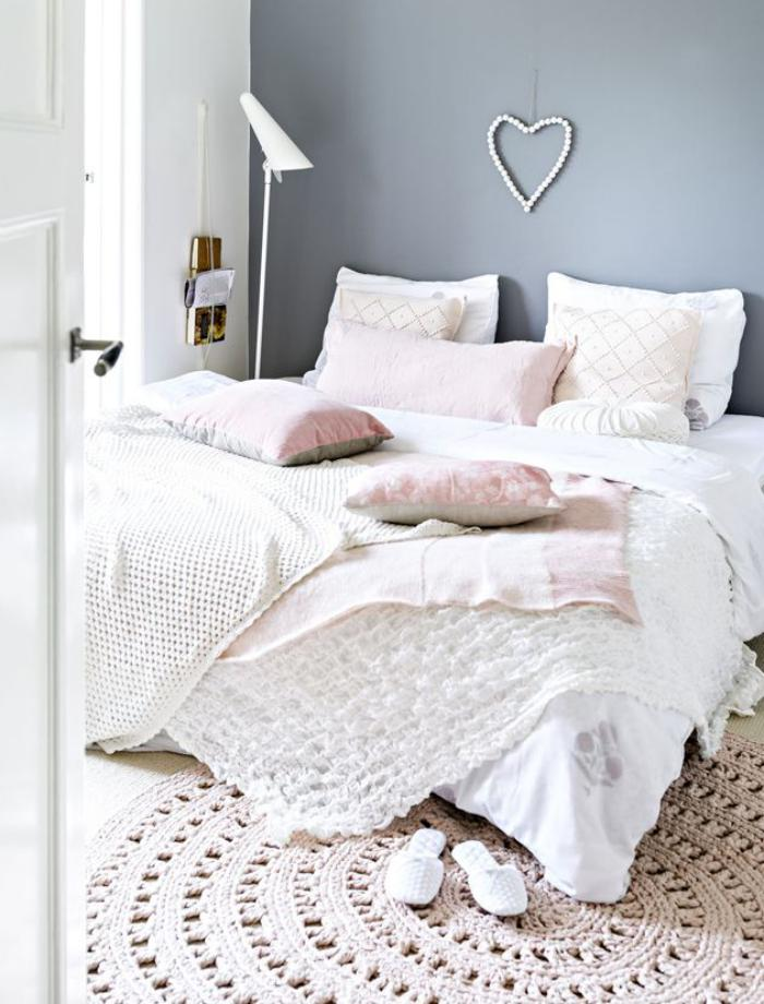 petit-tapis-rond-design-douillet-de-chambre-à-coucher