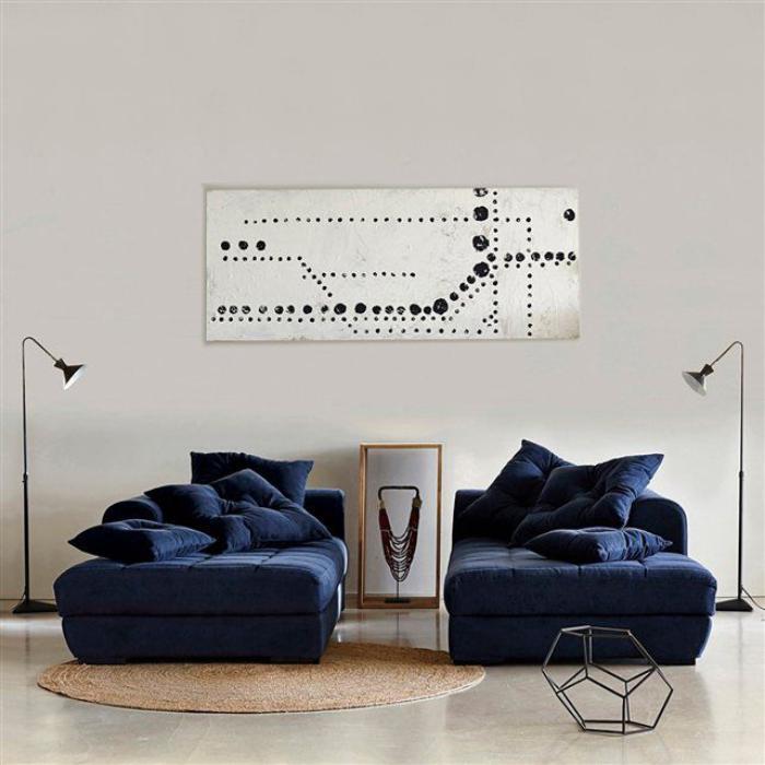 petit-tapis-rond-en-jute-beaux-canapés-bleus