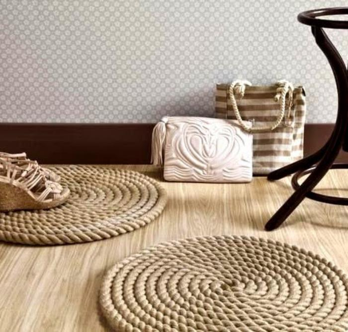le petit tapis rond belle solution pour les petits espaces. Black Bedroom Furniture Sets. Home Design Ideas