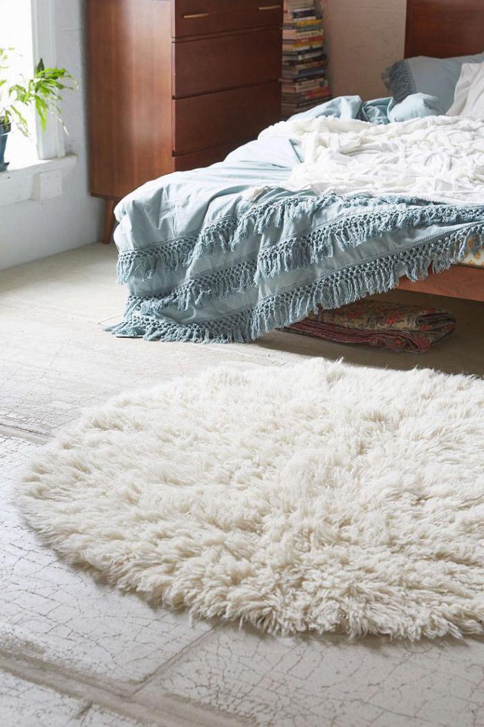 petit-tapis-rond-tapis-rond-chic-dans-une-chambre-à-coucher