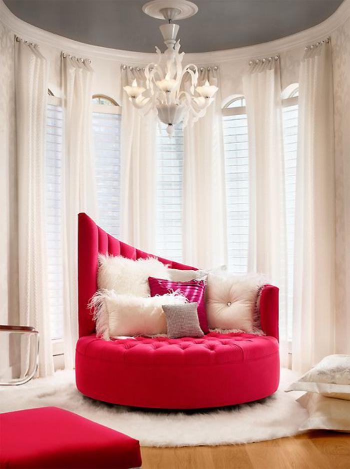 petit-tapis-rond-tapis-shaggy-fauteuil-rose-chic