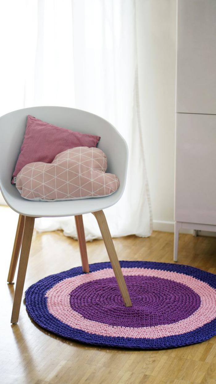 petit-tapis-rond-tricoté-trois-couleurs