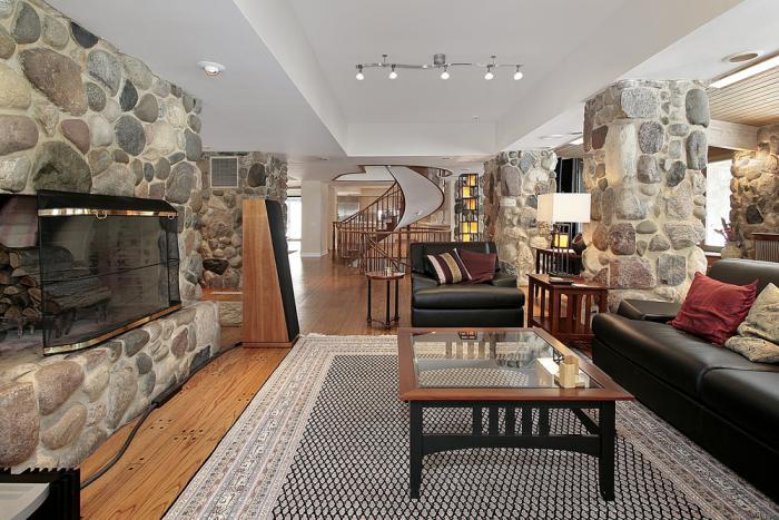 pierre-apparente-salon-original-dco-rustique-plafond-blanc