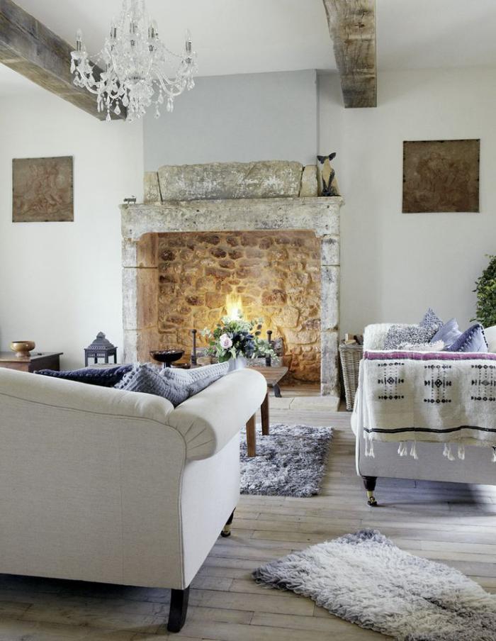 pierre-apparente-chelinée-pierre-salon-rustique-bois-de-grange-déco